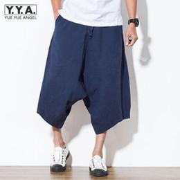 Japón Harajuku suelta Pantalones Capri de algodón de lino Haren pantalones  de pierna ancha Confort Pantalones cortos para hombre Casual masculino corto  ... 02f50554d432