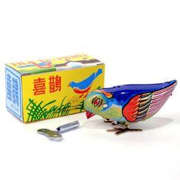 Новое Прибытие Винтаж Wind Up Сорока Птица Клюют Олово Механическая Игрушка Клюют Для Детей от Поставщики оснастки