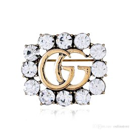 Hot Crystal Rhinestone Carta Broche Pin Corsage hueco Broches Mujeres Joyería de Moda Decoración de Disfraces Diseñador Superior Para la Navidad desde fabricantes