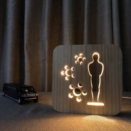 Lampe 3D Sculpture Sur Bois Motif LED Night Light USB Puissance Cartoon bande dessinée statuette forme table en bois LED Bureau Maison Chambre Décoration Lampe ? partir de fabricateur