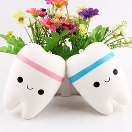 Wholesale Hot Lovely Cute Emoji Squishy Simulación Big Tooth Pink Blue Slow Springback con cadena de bolas Descompresión juguetes de bolas colgante Exquisito Packa