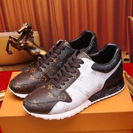 2019 marrone scarpe di moda Nuovo arrivo Uomo Luxury Designer Moda Scarpe casual Run Away Rivoli Frontrow Brown Leather 2019 Uomini progettisti di marca Trainer con scatola sconti marrone scarpe di moda