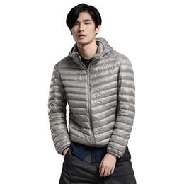95b5c5d3fa2 luz completa sólida Rebajas Nueva primavera otoño moda ligera delgada con  capucha abajo abrigos hombres 90