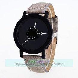 2019 оберточная черная кожа 100 шт. / лот мода коврик кожаный ремень человек нет логотипа часы wrap кварцевые повседневная черный чехол наручные часы для мужчин поворотный стол дешево оберточная черная кожа