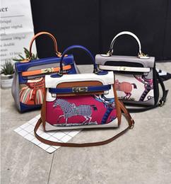 f6ddc861c6 2018 Casual fashion women bag Hand bags lady bag Small Mobile phone bag  Cross Body Shoulder Bags High quality PU Handbags AE1929