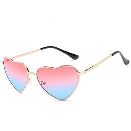 Gold herz geformte gläser online-Mode Frauen Persönlichkeit Sonnenbrille Gold Farbe Rahmen Herzform Verfärbung Sonnenbrille Anti-UV Brille Paare Sonnenbrille