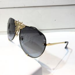 occhiali da sole di grande uomo Sconti Luxury 2238 Occhiali da sole per uomo Donna Designer Popular Fashion Big Summer Style con le api L'obiettivo di protezione UV di alta qualità viene fornito con custodia