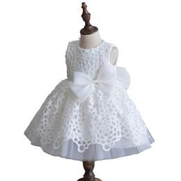 Wholesale Nouveau né blanc fille robes pour les mariages robe de bébé robe de baptême d été blanc robe de soirée en dentelle avec Bow vêtements de mode