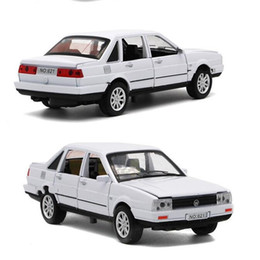 Wholesale 32 doors - Alloy Car Toy 1:32 Children Diecast Model Lighting Music Open The Door Pull Back Cars Toys For Kids 25 5hx WW