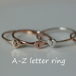 Le lettere anelli di dito online-Simple Gold Heart Dainty Name Letters Pattern Rings Popular Gold Silver Letter Carved Meaningful Initial Finger Ring Women Jewelry Gift
