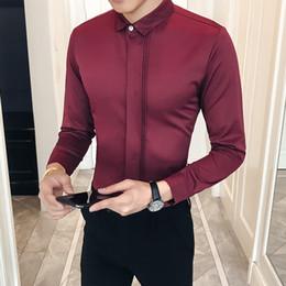 2b74becc8 2019 simples vestidos de baile de graduación Moda 2018 Camisa de vestir de  los hombres a