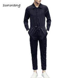 Дизайнерские черные комбинезоны онлайн-2018 Brand New Designer Korean Fashion Overalls Men Casual Pants Trousers Mens Jumpsuit Black And White Striped Dress Pants