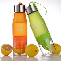 Wholesale Cycle Briefs - 2pcs lot 650ml Fashion H2O Fruit Juice Infuser Water Bottle Plastic Portable Bottle for Outdoor Climbing Cycling Sports Shaker