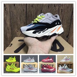 Wholesale child tables - Box Keychains Kanye West Baby Kids Boost 350 Running Shoes Sply 350 V2 Children Sneakers Boost 700 Boys Girls Beluga 2.0