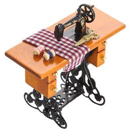 Canada Machine à coudre de meubles miniature miniature de maison de poupée rétro vente ABWE avec accessoire métal en bois cheap wood sewing accessories Offre