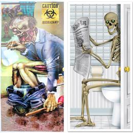 Housses de portes en Ligne-Décorations d'Halloween verre fenêtre Parti Crâne Zombie Salle De Bains Porte Autocollant Squelette Toilettes Porte Couverture Mur Décor Prop Effrayant WX9-942