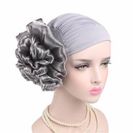 2019 cheveux musulmans Nouvelle Femme Grande Fleur Turban Accessoires de Cheveux Élastique Tissu Cheveux Bandes Chapeau Chemo Beanie Dames Musulman Écharpe Cap pour Perte de Cheveux 9 couleurs Filles promotion cheveux musulmans