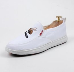 Canada 2018 Mode Hommes Respirant toile chaussures broderie fer rond tête abeille Hommes Appartements De Mariage et Parti Chaussures cheap iron man breathable shoes Offre