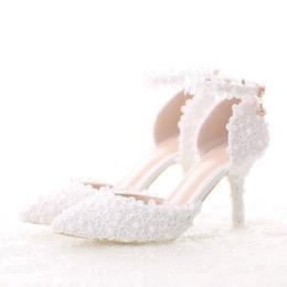 Pointillé à pointe blanche en Ligne-Dentelle blanche fleur chaussures de robe de mariée pointu orteil stiletto chaussures de fête de mariage à talons avec bride à la cheville demoiselle d'honneur pompes