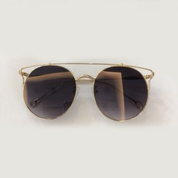 Gafas de sol de marco redondo de la aleación de la vendimia Mujeres  Diseñador de la marca Marco de metal Lente de gradiente Tonos clásicos para  damas 43755431bc32