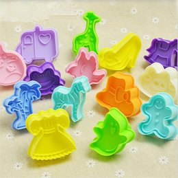 Wholesale Hot Cookies - Hot sale 3D stereoscopic cookie mould Lovely cartoon DIY baking mould hand pressure type bake tool T3I0194