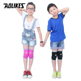Wholesale pink sponge rollers - AOLIKES 1 Pair Kids Thicken Sponge Anti-crash Knee Pads For Dancing Roller Skating Cycling Children Kneepads Knees Protector