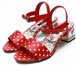 sandali a punta del cuore Sconti 2018 Luxury Retro Gladiatore Sandali Donna Open Toe Cuore rosso Perla fibbia in metallo Scarpe con tacco alto Scarpe da sposa moda donna
