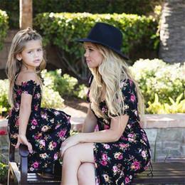 f4b608a97186c Robe mère et fille Vintage Floral Family Vêtements Maman maman Girls  Fashion Summer Jupe assortie Nouveau combinant la mère fille vintage robes  pas cher