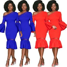 f60c8b85160ca Avrupa ve Amerika Birleşik Devletleri gece kulübü kadın düz renk eğik omuz  dantel seksi dantel dikiş ruffled elbise yeni fishtail elbise satılık
