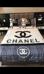 Hot Brand Logo Print Bedding Supplies Luxury Dovet Set 4PC Check and Dovet Cover and Pillow Cases Bedding Supplies 4PC Cotton Bedding Sets