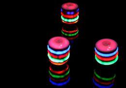 Çocuk gyro oyuncak İmitasyon ahşap flaş gyro Renkli müzik aydınlatıcı İmitasyon ahşap gyro Durak oyuncak tedarik üreticileri nereden beyblade el tutamağı tedarikçiler
