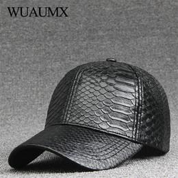 Wuaumx moda alta calidad de la PU de cuero de serpiente gorras de béisbol  para hombres mujeres sólido negro de cuero de imitación casquillo ocasional  ... d14c2fead25