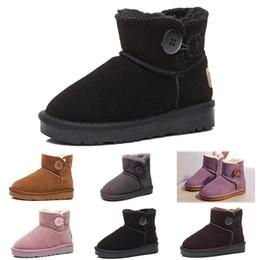 Zapatos de dibujos animados para niños chicos online-UGG boots Diseñador australiano U Kids Winter Classic Mini botas de nieve de cuero a prueba de agua Animación de dibujos animados al aire libre Cálido Chicas Niños Zapatos