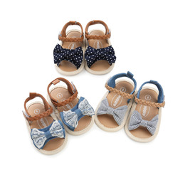 Sandalen für babys online-3 farben neuheiten Weichen boden anti-skid baby sandale kinder mädchen spitze denim patchwork bogen baby erste wanderer schuhe