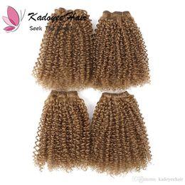 Canada Noble Classique coiffures couleur d'or 1 b 27 bouclés brésiliens afro kinky cheveux bouclés faisceaux avec des fermetures pour tête complète 8 pcs / pack pour les femmes Offre