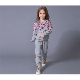 Artigos de vestuário esportivo on-line-Flor Crianças Roupas de Bebê Meninas Roupas Tops Esporte + Calças Compridas 2 PCS Conjunto de Bens Boutique de Algodão Cinza Kid Menina conjunto de Roupas