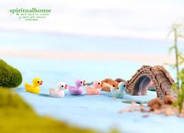 2019 muñecas barbie clásicas Pequeño muñeco de pato amarillo accesorios de juguete musgo micro paisaje decoración artesanías de resina decoración creativa jewellr Accesorios Muñeca