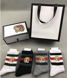 Nouveau chaussettes de designer pour hommes femmes 4 couleurs quatre paires ace tête de tigre brodé Chaussette Baskets Déodorant Antibactérien Coton marque de luxe Chaussettes ? partir de fabricateur