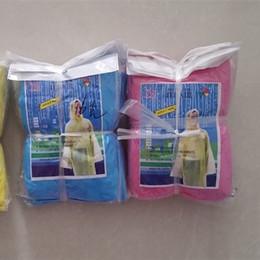 Poncho di plastica monouso monouso online-Esterna monouso impermeabile portatile Practcal plastica antipioggia viaggio Camping Must poncho giallo blu spedizione gratuita 0 42xq Ww