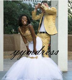 Скромные платья день онлайн-Потрясающие Платья Выпускного Вечера 2019 Скромный Формальный Вечер Pageant Платья Африканский Золотой Кружева Белый Тюль Черный Девушка Пара День Платье