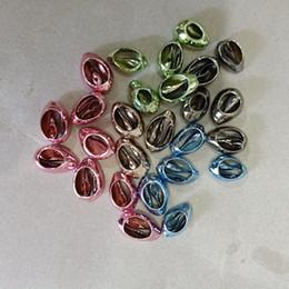 Canada 100pcs vert / bleu / mei rouge / lumière café / pistolet noir naturel perles de coquille pour pendentif bijoux bricolage freeform mer cowry shell perles en vrac supplier lighted sea shells Offre