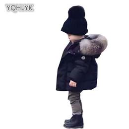2019 casacos de pele para bebês Crianças inverno bebê menino Outerwear algodão moda com capuz casaco quente menina casaco de algodão Grande gola de pele curto Parker algodão do bebê Y18102607 casacos de pele para bebês barato