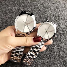 смотреть красочный для человека Скидка Марка кварцевые наручные часы для женщин мужчин любителей с красочными Кристалл стальной металлической лентой часы C6239-2