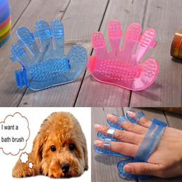 Guanti da cane online-Pet Supplies Dog Cat Toelettatura Doccia Bath Massage Brush Pettine a forma di mano Guanto Five Fingers Pet Clean Comb Massage Brushes HH7-1255