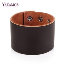 2019 ювелирные изделия браслета способа кожаные YAKAMOZ New Fashion Men Wide Genuine Leather Bracelet Brown Cuff Bracelets & Bangles Wristband Vintage Punk Women Men Jewelry дешево ювелирные изделия браслета способа кожаные