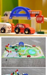 cidade brinquedo diy Desconto Tijolos 40 pçs / set Diy trem da cidade de madeira blocos de construção de brinquedos do bebê montar veículos de brinquedo diecast tráfego brinquedos brinquedos presentes de natal