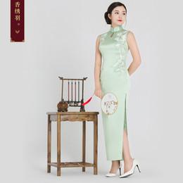 Robes d'occasion chinoises en Ligne-Cheongsam brodé en soie plume brodée 2018 nouveau col brodé à la main longue cheongsam jupe robe de banquet chinois