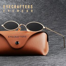 72e68f6a57c34 Eyecrafters Vintage Mulheres Marca Designer Cat Eye Sunglasses Moda  Feminina Ouro Preto Steampunk Retro Pequeno Redondo Oval Óculos De Sol  desconto óculos ...