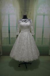 Платье из осеннего чая онлайн-Чай длина кружева свадебное платье с 3/4 рукава старинные кот кружева свадебное платье иллюзия лиф осень свадебные платья RLL037