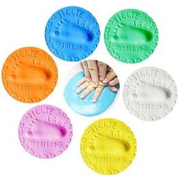 material de juguetes de espuma Rebajas Moda Recién Nacido Suave Arcilla Fundida Luz Bebé Huella de la Mano Kit de Impresión de Secado al Aire Impresión de la Mano Inkpad Bebé Recuerdos Regalos